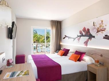 Standarddoppelzimmer Garden Holiday Village Hotel